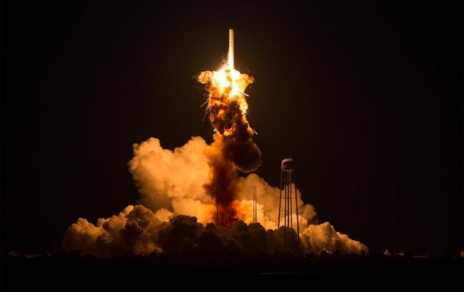 Фото: Вибух ракети (nationalgeographic.com)