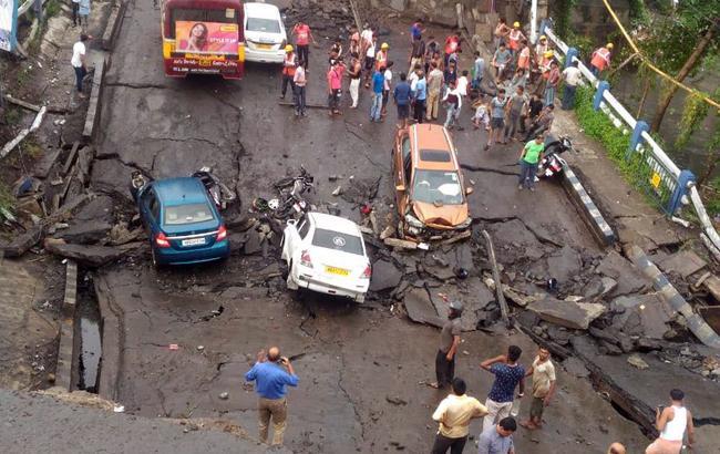 В Індії обрушився міст, загинули щонайменше 5 осіб