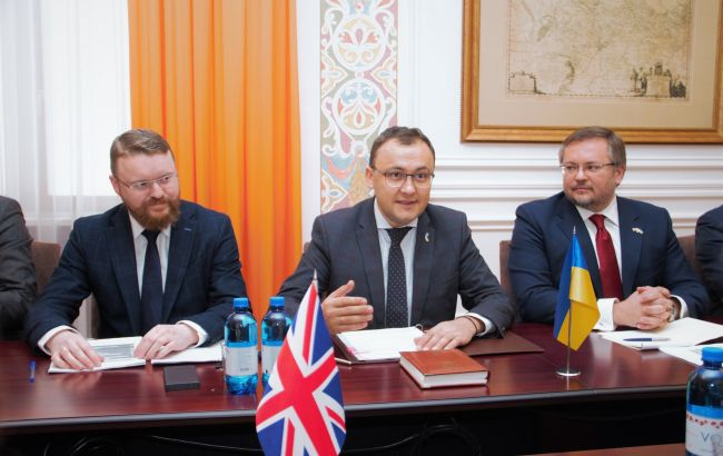 Украина начала переговоры с Британией о безвизе