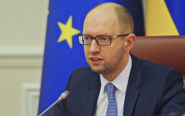 Яценюк: россияне вкладывают большие деньги в провокации в Украине на майские