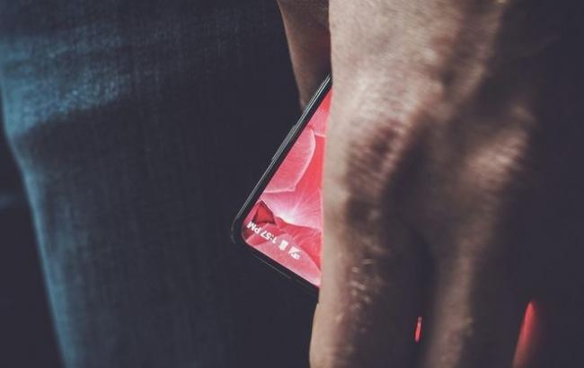 Безрамочный смартфон Essential Products может получить выдвижную камеру с углом обзора 360° [Обновлено]