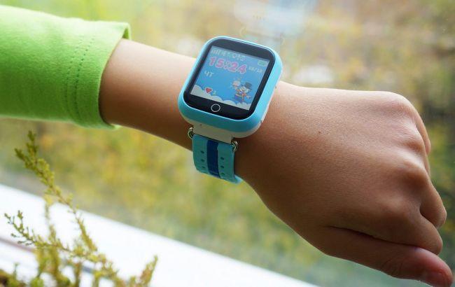 Смарт-годинник травмував школярку у Києві: перевірте гаджети своїх дітей