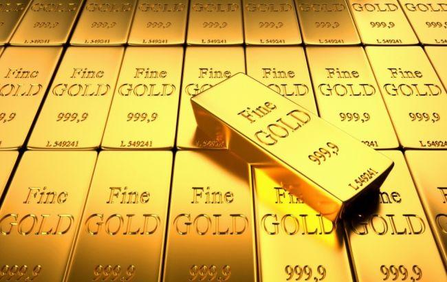 Bloomberg назвал золото главным активом 2016 года