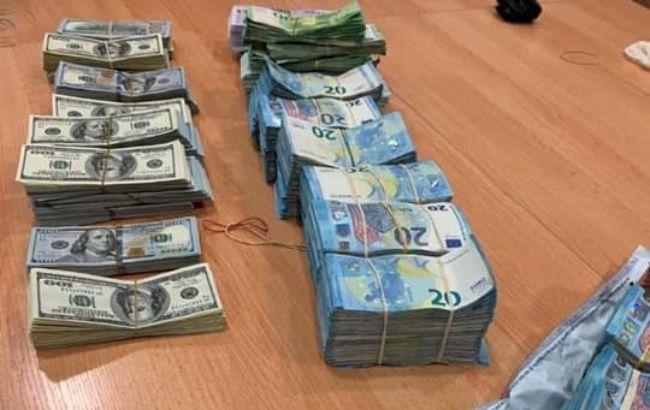 Митники запобігли незаконному ввезенню в Україну рекордної кількості валюти