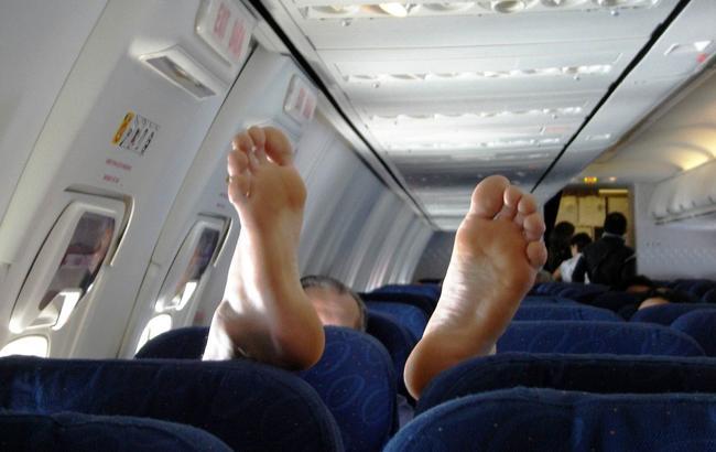 Полеты с микробами: топ-6 самых грязных мест в самолете