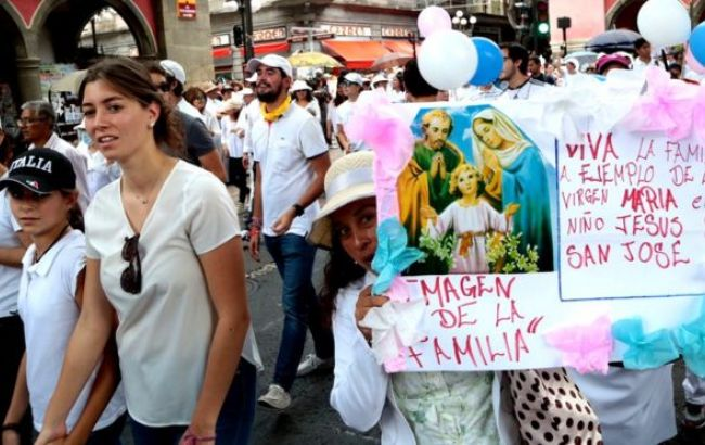 Фото: мітинг проти одностатевих шлюбів в Мексиці