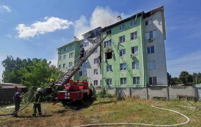 Під Києвом вибухнула багатоповерхівка: людей евакуюють, є постраждалі