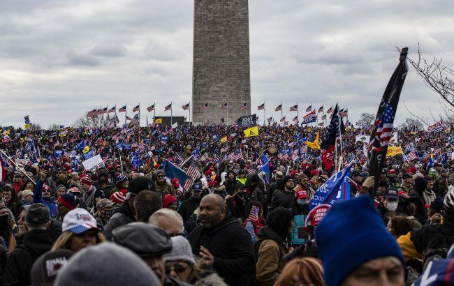 Демонстранты ворвались в здание Конгресса США