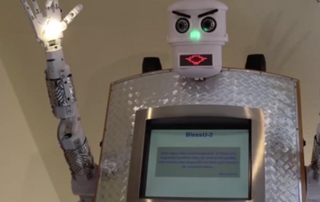 В одному з храмів Німеччині з'явився робот-священик