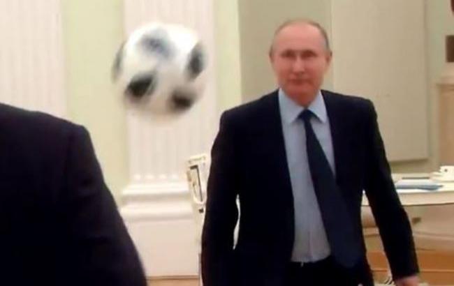 """""""Лучше бы сыграл в ящик"""": в сети смеются над Путиным-футболистом"""