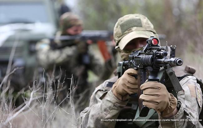 За день бойовики здійснили 15 обстрілів на Донбасі, поранено військового