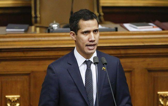 Глава парламента Венесуэлы объявил себя временным президентом