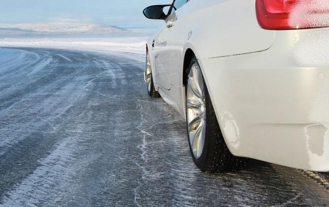 Поліція Херсонщини закликає учасників дорожнього руху бути уважними та обережними