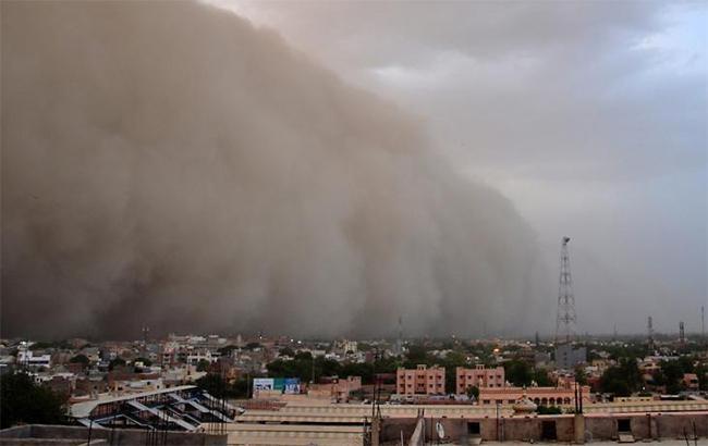 Фото: песчаная буря в Индии (twitter.com-chinanews)