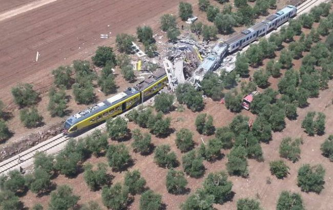 Фото: в Италии растет количество жертв столкновения поездов