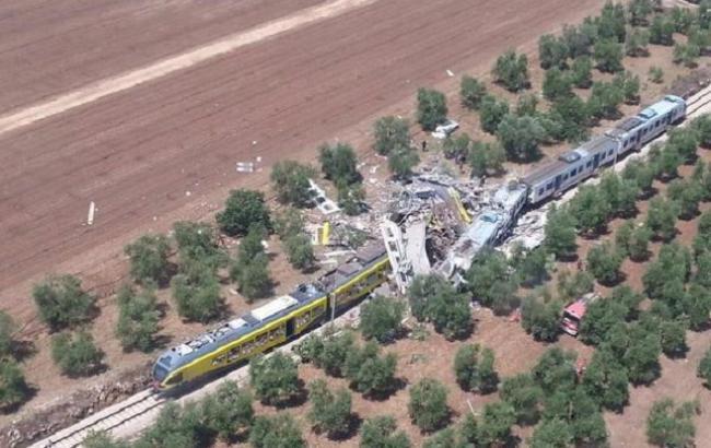 Фото:лобовое столкновение поездов в Италии
