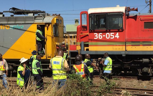 У ПАР в результаті зіткнення двох поїздів постраждали 100 людей