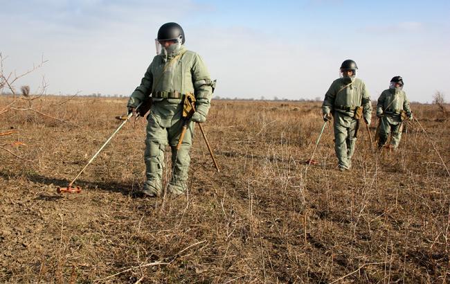 Фото: НАТО передало Україні обладнання для розмінування