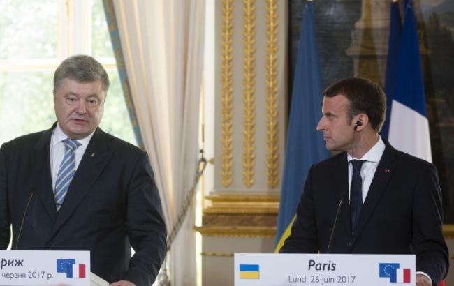 Порошенко і Макрон домовилися продовжити контакти в нормандському форматі