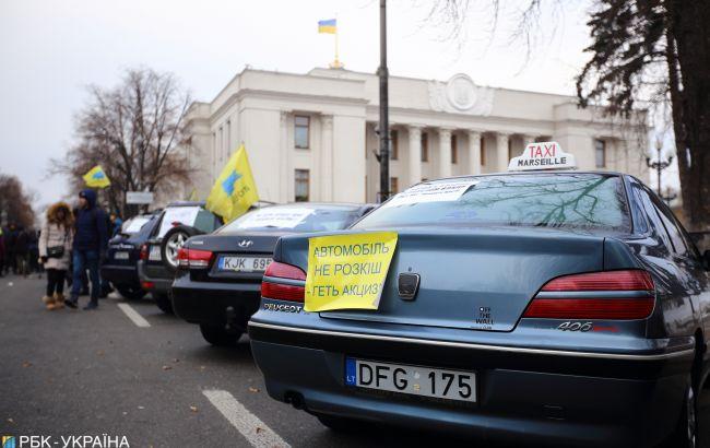 Во время протеста в Киеве произошла драка с полицейскими, движение перекрыто