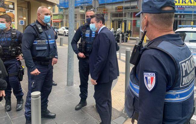 Во Франции мужчина напал с ножом на полицейских
