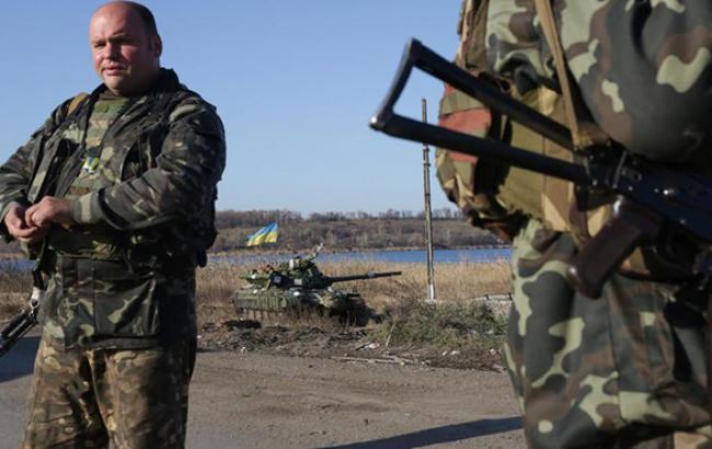В районі донецького аеропорту зазнали поранень 5 українських військових, - прес-центр