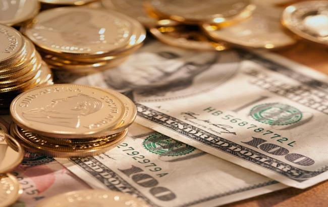 Курс долара на міжбанку о 12:30 знизився до 27,02 гривень