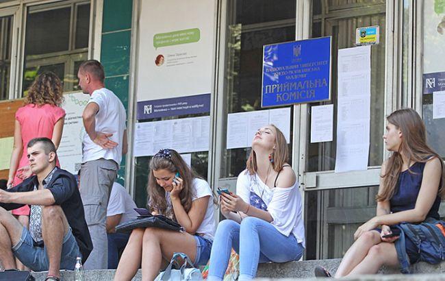 Фото: в Україні закінчився прийом документів у вищі навчальні заклади