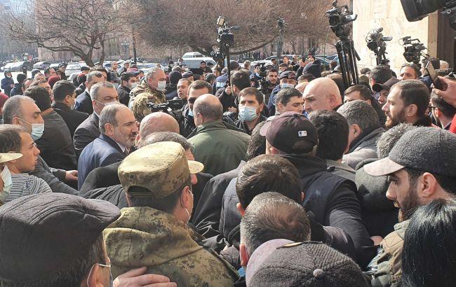 Ситуація у Вірменії загострюється: над Єреваном військова авіація, протести посилюються