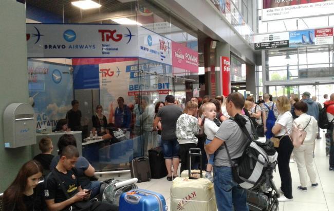 До Києва з Тунісу повернулася частина українських туристів, - МЗС