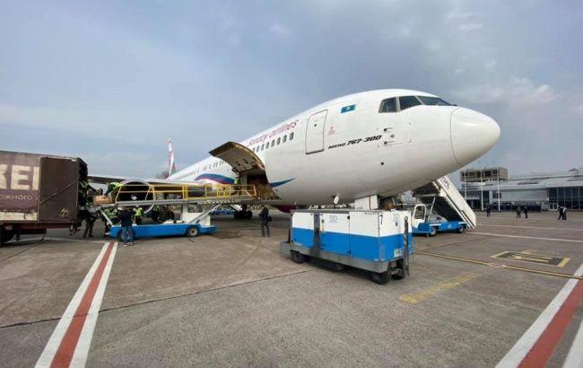 В Украину прибыл второй рейс с медицинским инвентарем из Китая