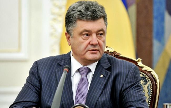 Порошенко поручил Кабмину приостановить транспортное сообщение с Крымом