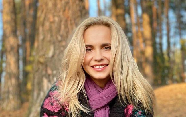 По-особливому вишукано: Лілія Ребрик захопила розкішним етно-образом у повітряному платті-вишиванці