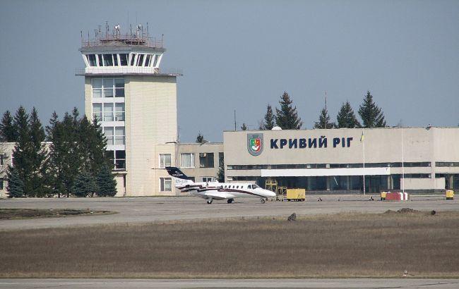 """Директора аеропорту """"Кривий Ріг"""" підозрюють в заволодінні чужим майном"""