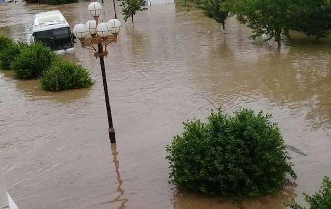 Злива затопила вулиці окупованої Керчі