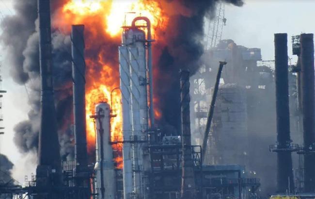 У Канаді на нафтопереробному заводі стався потужний вибух