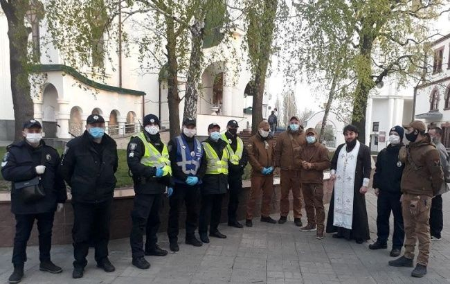 У Києві поліція та НГУ приступили до чергування біля храмів
