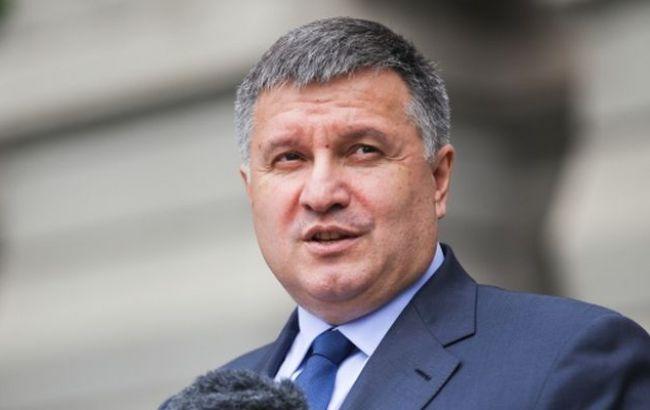 Затриманий на хабарі співробітник ДФС мав передати гроші керівництву, - Аваков