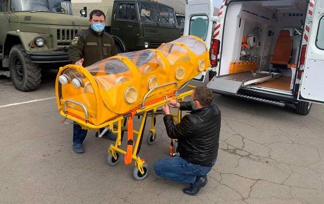 В Украине зараженных COVІD-19 будут перевозить в спецкапсулах
