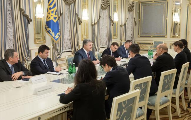 Порошенко встретился с главой МИД Франции