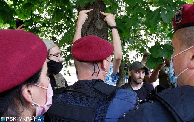 У Києві виник конфлікт через будівництво: поліція почала зачищати мітингувальників (відео)