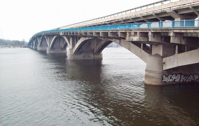 Фото: мост Метро отремонтируют в направлении Русановки
