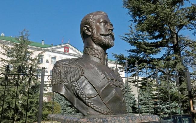 Фото: Бюст Миколи ІІ в Сімферополі