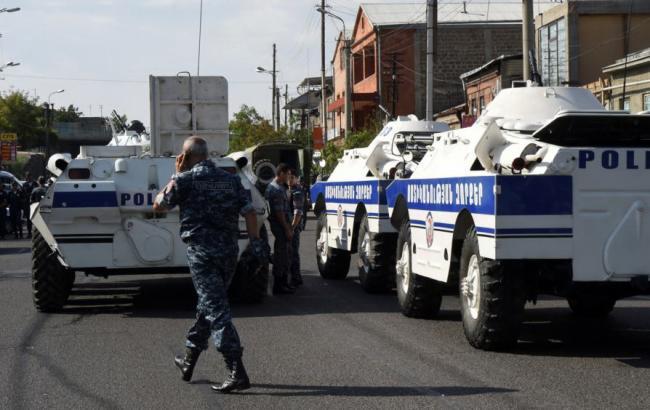 Фото: заложников освободили в обмен на открытие корпункта