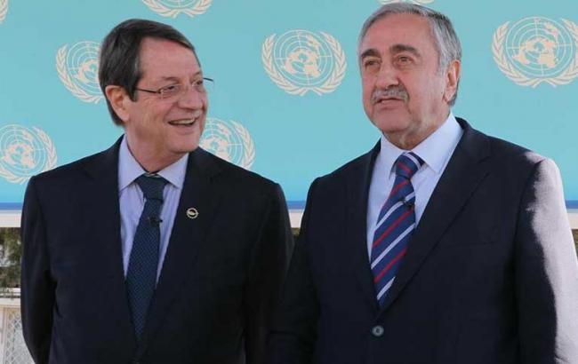Фото: лидеры Кипра Никос Анастасиадис и Мустафа Акинч