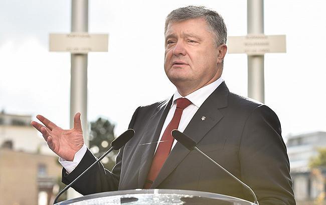 Порошенко анонсировал передачу армии еще 200 единиц техники