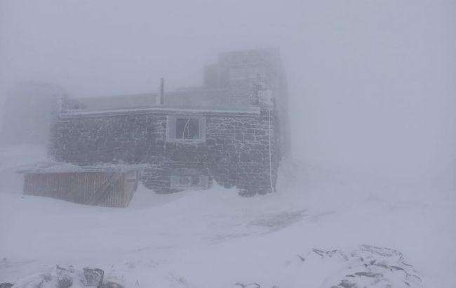 У Карпатах - хуртовина і мороз: намело 15 см снігу