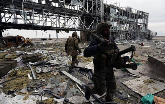 В ходе боя в аэропорту Донецка силы АТО взяли в плен двух сотрудников МВД Чечни, - ИС