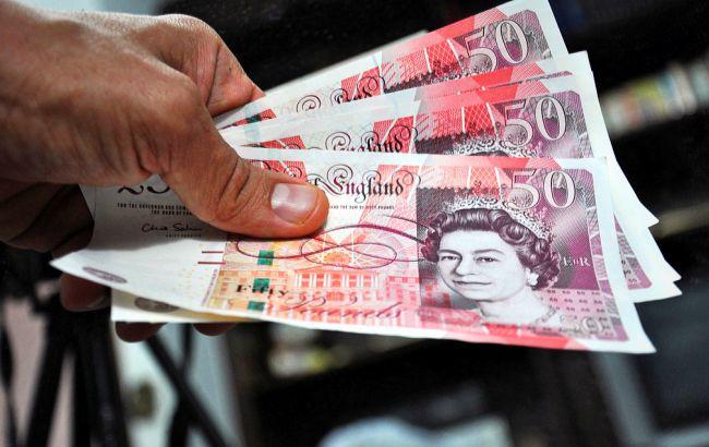 Фото: британська валюта продовжує дешевшати