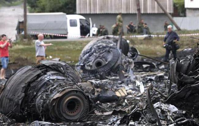 Associated Press опубликовало видео, снятое сразу после падения Boeing на Донбассе
